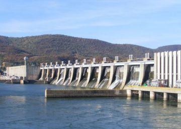 UPDATE.Pericol de explozie la hidrocentrala Porţile de Fier 1. Incendiul a fost lichidat