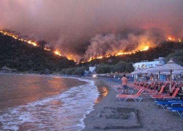 UPDATE. Grecia, pârjolită de incendii. Cel puțin 74 de persoane au murit
