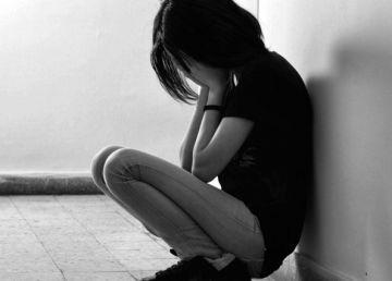 Elevă de 17 ani din Vaslui scuipată, umilită și supusă la perversiuni sexuale. Agresorul, legături cu lumea interlopă