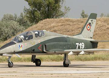 UPDATE. Un avion IAR 99 Şoim s-a prăbuşit la Băcau. Piloţii au fost recuperaţi de echipele de salvare