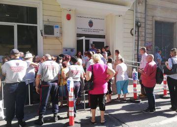 Pensionarii s-au înghesuit și luni pentru o vacanță gratuită în Grecia. Cele 1000 de dosare s-au depus de vineri