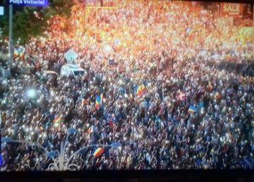 """Ora 22.45. Protest de """"comemorare"""" a """"represiunii împotriva manifestanţilor"""" din 10 august"""