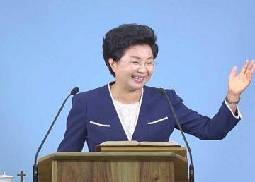 Imagini cutremurătoare. Un lider al unei secte sud-coreene își maltratează adepții