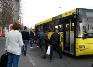 În Ploiești circulă autobuze care ar fi trebuit casate în urmă cu 20 de ani