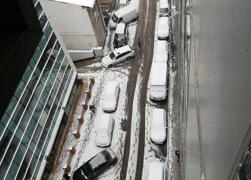 Capitala la prima ninsoare? Dezastru pe trotuare și pe bulevarde
