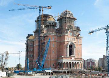 """Se pot construi în același timp școli, spitale și...catedrala. Pop: """"Cei care contrapun catedrala altor construcţii nu sunt creştini"""""""