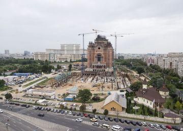 De ce construim catedrale şi nu spitale?