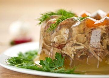 Secretele bucătarului. Cum preparăm cea mai gustoasă piftie de porc cu usturoi