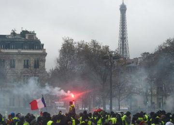 """Măsuri dure împotriva """"vestelor galbene"""". Parlamentul francez, aproape de a bloca libertățile civile"""