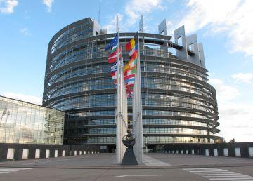 Vom primi bani europeni numai dacă asaltul coaliţiei PSD-ALDE asupra statului de drept va înceta