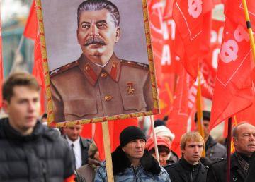 Ruşii nu se pot rupe de trecutul roşu şi regretă schimbările geopolitice