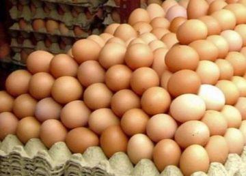 Ouă infestate cu un pesticid interzis în UE, comercializate pe piaţa din România. 6000 au fost retrase deja de la vânzare