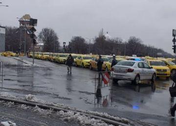 Taximetriștii protestează. Centrul Capitalei, blocat