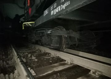 UPDATE. Două trenuri de marfă s-au tamponat. Circulația pe linia Olteni - Rădoiești fir 2, închisă