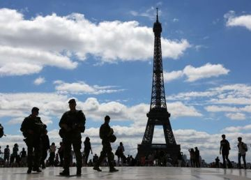Stare de urgență în Franța! Macron nu mai tolerează manifestațiile vestelor galbene. Armata va fi scoasă în stradă!