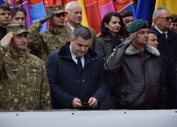 FOTO. Cât respect are ministrul Apărării pentru Şoimii Carpaţilor reîntorşi din Afghanistan