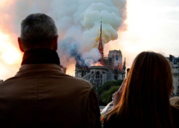 De ce a ars catedrala Notre-Dame?