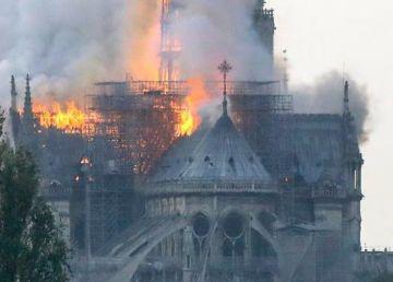 """UPDATE. FOTO. Catedrala Notre Dame din Paris riscă să se prăbușească. Iohannis: """"România este alături de Franţa"""""""