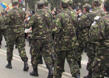 Dreptul la pensie al foştilor militari angajaţi pe bază de contract bate pasul pe loc în Parlament