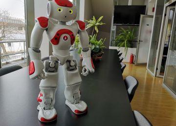 Copiii cu autism, mult mai receptivi la doi roboței simpatici decât la terapeuți