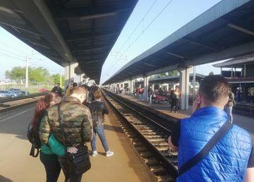 UPDATE: Întârzieri de zeci de minute pe o rută feroviară care duce la București. Locomotivele, înlocuite
