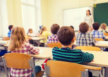 """Învățătorii din România, """"cocoșați"""" de numărul mare de elevi. Dascăl: """"Am 31 de elevi, deși am pornit cu 26"""""""