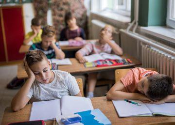 """De ce a ajuns școala plictisitoare pentru elevi? Dascăl: """"Ni se flutură sub nas o adevărată utopie a ceea ce se dorește a fi noua educație"""""""