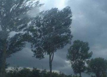 România nu scapă de vremea rea. Ploi, vânt şi gridină în perioada următoare