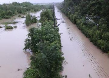 Circulația feroviară, afectată de vremea rea. Traficul feroviar dintre Valea Călugărească -Ploiești Est, reluat pe un singur fir