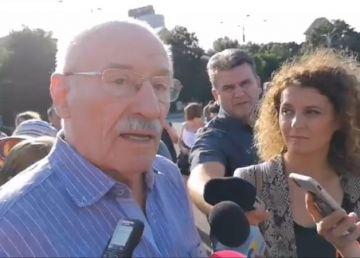 """PSD a scos artiștii în stradă. Victor Rebenciuc: """"Iacătă, că falimentul e aici, a venit deja, și au adus niște proști care să nu miște în front să aplice acest program"""""""