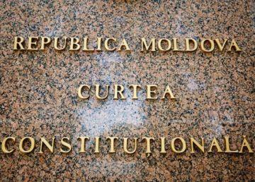 Demisii în lanţ la Curtea Constituţională din R.Moldova. Dodon, mulţumit de decizia judecătorilor