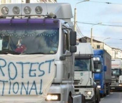 Transportatorii ies marţi în stradă din cauza reglementării ridesharing-ului. Sunt aşteptate circa 800 de autovehicule în Piaţa Constituţiei