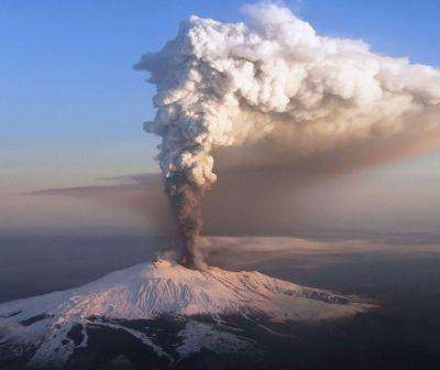 Vulcanul Etna erupe din nou