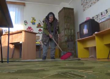 Deși are 83 de ani, bunica Sofia nu va renunța la postul de la grădiniță