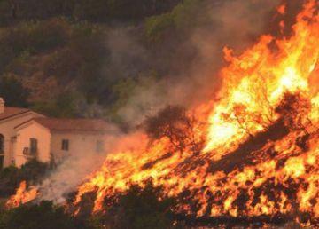 Alertă MAE pentru românii care vor să plece în vacanţă în Grecia. Pericol de incendii de vegetaţie