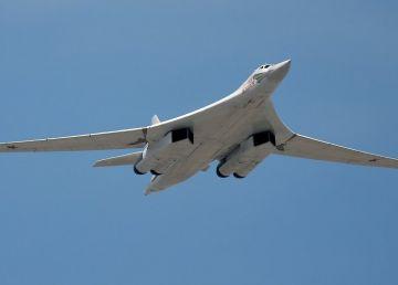 O nouă provocare a Kremlinului în apropiere de Alaska: Exerciţii militare cu bombardiere strategice Tupolev TU-160
