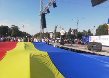 """UPDATE. """"Diaspora revine Acasă! 10 August 2019. Nimic nu s-a schimbat!"""". 4000 de oameni protestează în Piaţa Victoriei. Nu sunt incidente"""