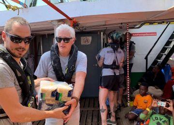 """Richard Gere face lobby pentru migranţii de pe vasul Open Arms. """"Să fii tată nu are culoare sau graniţe"""""""