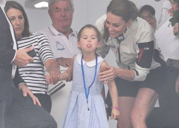 """Prințesa Charlotte, adorabilă. Cum a """"taxat-o"""" mama sa pentru că a scos limba în loc să salute"""