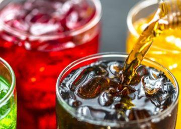Guvernul pregătește taxarea băuturilor răcoritoare cu conținut mare de zahăr