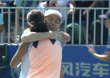Simona Halep şi Raluca Olaru au debutat cu dreptul la dublu la Wuhan