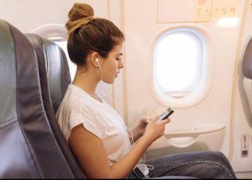 """Sfaturi de călătorie. Ce se întâmplă dacă nu îţi pui telefonul pe """"Modul Avion"""" când călătoreşti"""