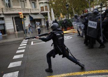 Noi incidente violente între protestatari şi poliţişti în Barcelona. Independenţa Cataloniei un subiect tabu pentru Madrid