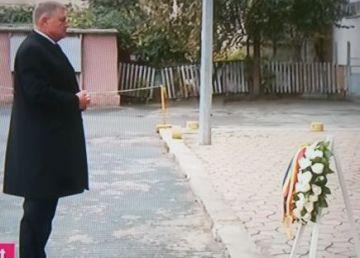 Klaus Iohannis a depus o coroană de flori la Colectiv