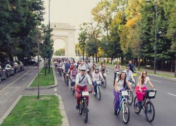 Bicicliștii ies în stradă în București. Vor modificarea Codului Rutier