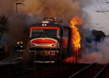 UPDATE. Locomotiva trenului internaţional Cluj- Napoca - Viena a luat foc. Nu sunt victime