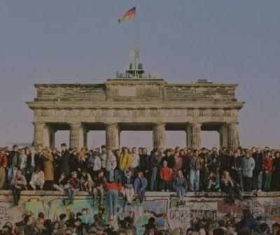 30 de ani de la căderea Zidului Berlinului, simbolul divizării Germaniei şi al puterii sovietice