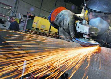 INS: Industria şi comerţul cu amănuntul, pe creştere moderată în următoarele 3 luni