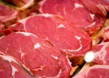 Carnea de porc şi fructele proaspete, în topul scumpirilor din noiembrie