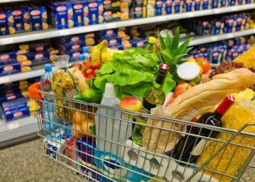 Eurostat: Românii cheltuie cel mai mult din UE pe mâncare
